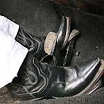 hana_crank_72superbug_tightwhitepantsblackcowgirlboots-pic