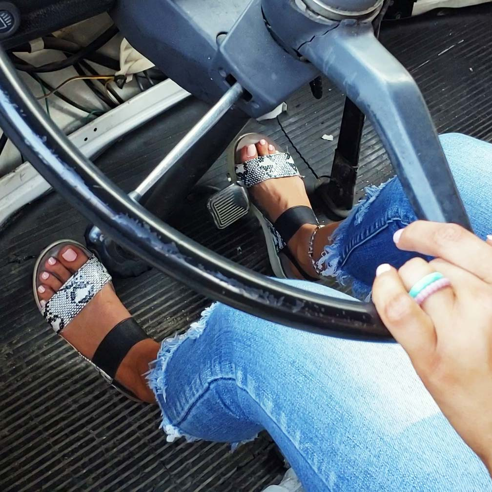 Jane & Riley Crank & Rev the Bus in Flip Flops
