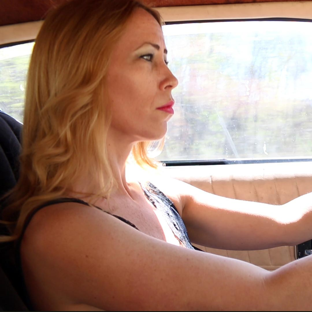 Cassandra Drives & Revs the Z28 in a Nightgown & White Pumps